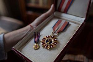 RZECZY_making of_medal_Olga Świątecka PUAP collective. Zdjęcie wykonano w Muzeum Anny i Jarosława Iwaszkiewiczów w Stawisku