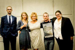 Laureaci IV edycji konkursu Literacki Debiut Roku wraz z Ewą Kasprzyk oraz Krzysztofem Szymańskim - Dyrektorem Zarządzającym wydawnictwa Novae Res