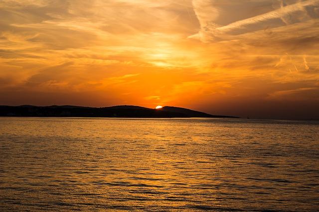 sunset-523912_640
