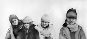 Dzieci rysunek olowkiem na papierze 150x70 cm 2009_1000