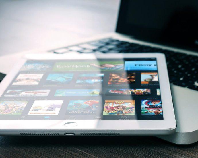 Filmy i seriale na tablecie